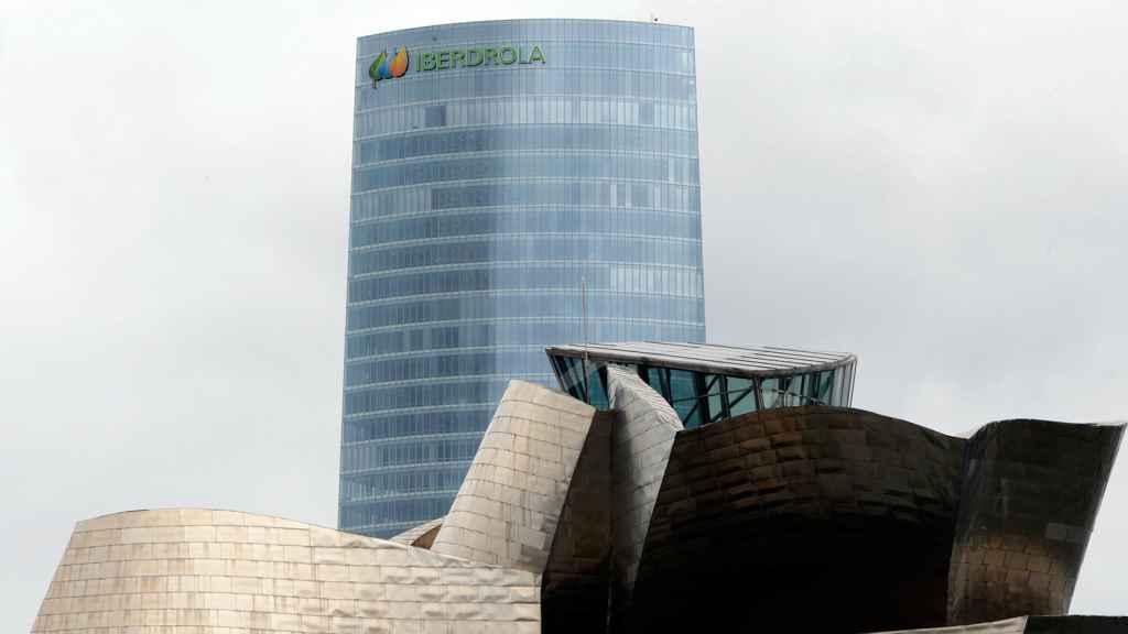 Al fondo, sede de Iberdrola en Bilbao