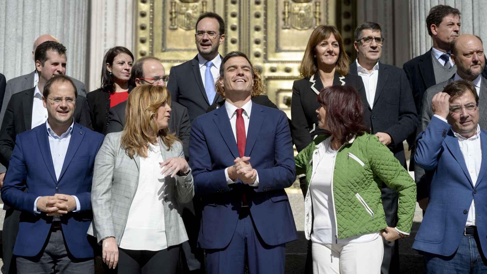 Sánchez, con sus barones en la presentación de la reforma de la Constitución.
