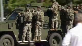 Un equipo de los SWAT de camino a la zona del tiroteo