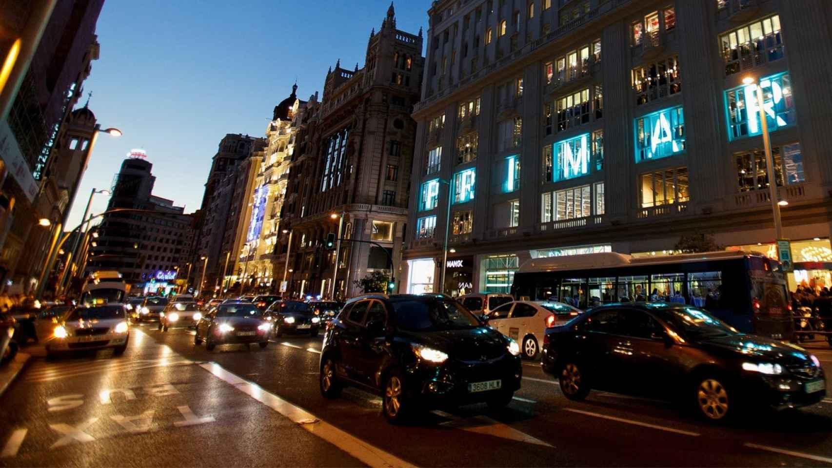 El Ayuntamiento de Madrid restringirá el tráfico en la Gran Vía madrileña.