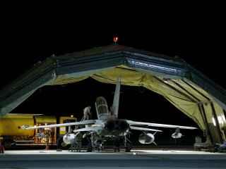Avión Tornado británico en la base aérea de Chipre