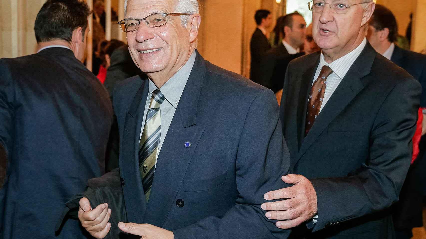 El exministro socialista, Josep Borrell, acompañado de Jesús Caldera.