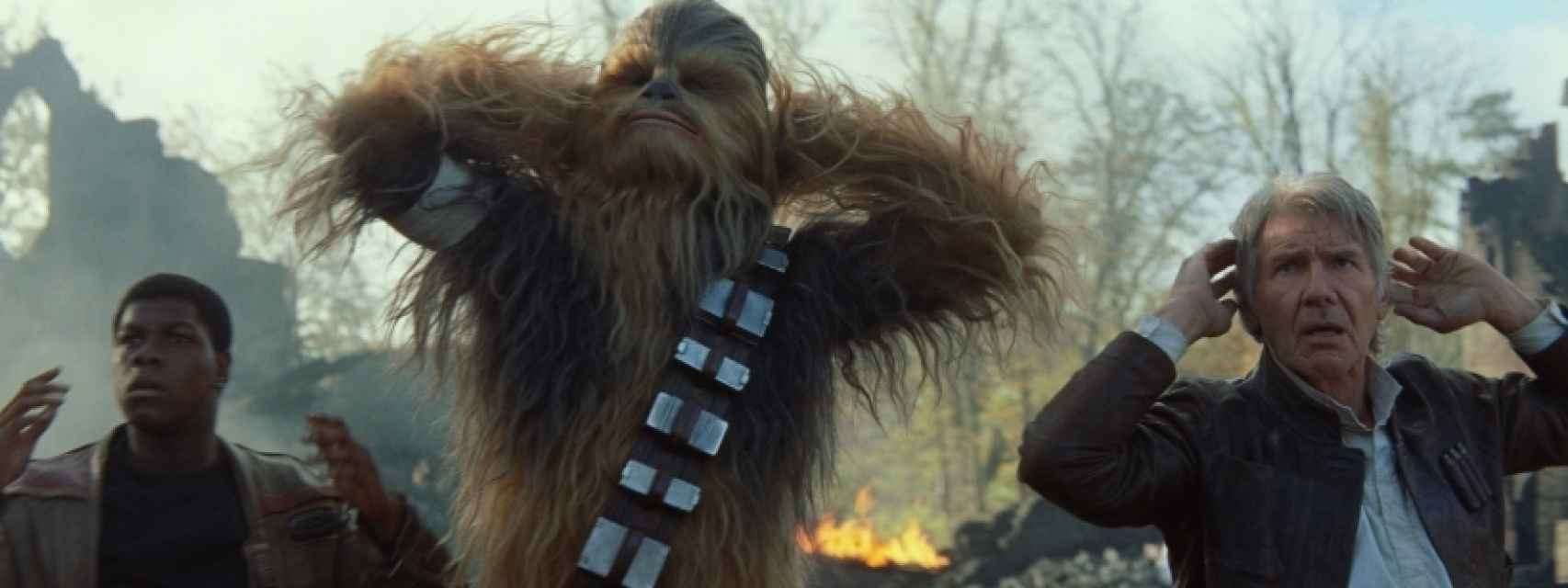 Finn, Chewbacca y Han Solo, ante las fuerzas del Primer Orden