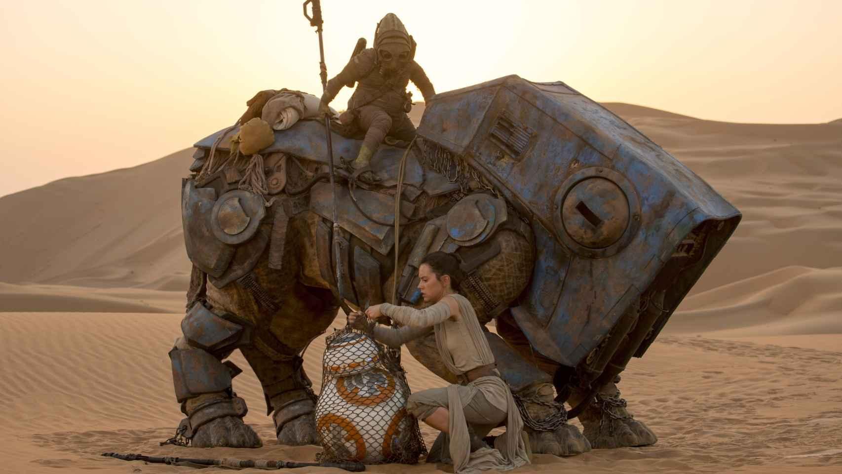Teedo, sobre su montura biónica, con Rey