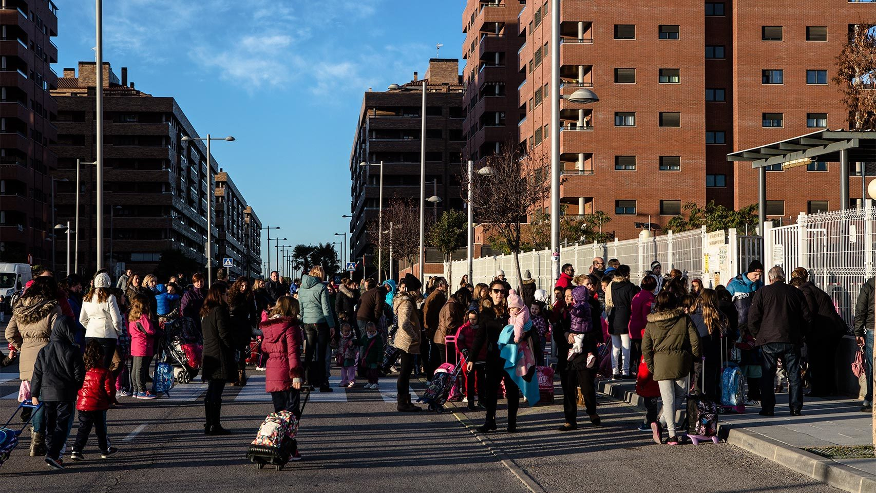 La hora de la entrada en el colegio público Los Quiñones.