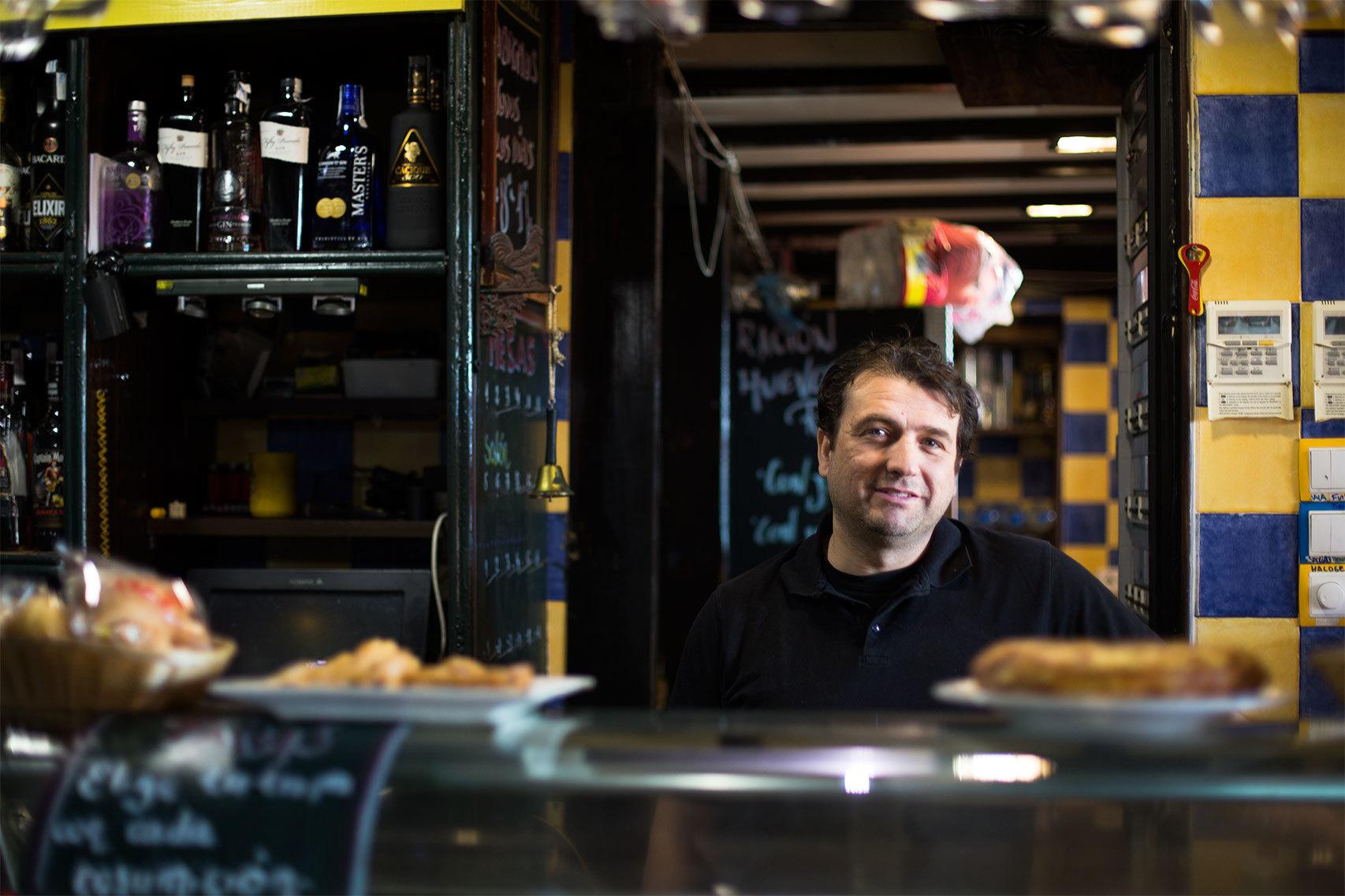 Celso Sánchez, dueño del bar Pinchos y Tapas.