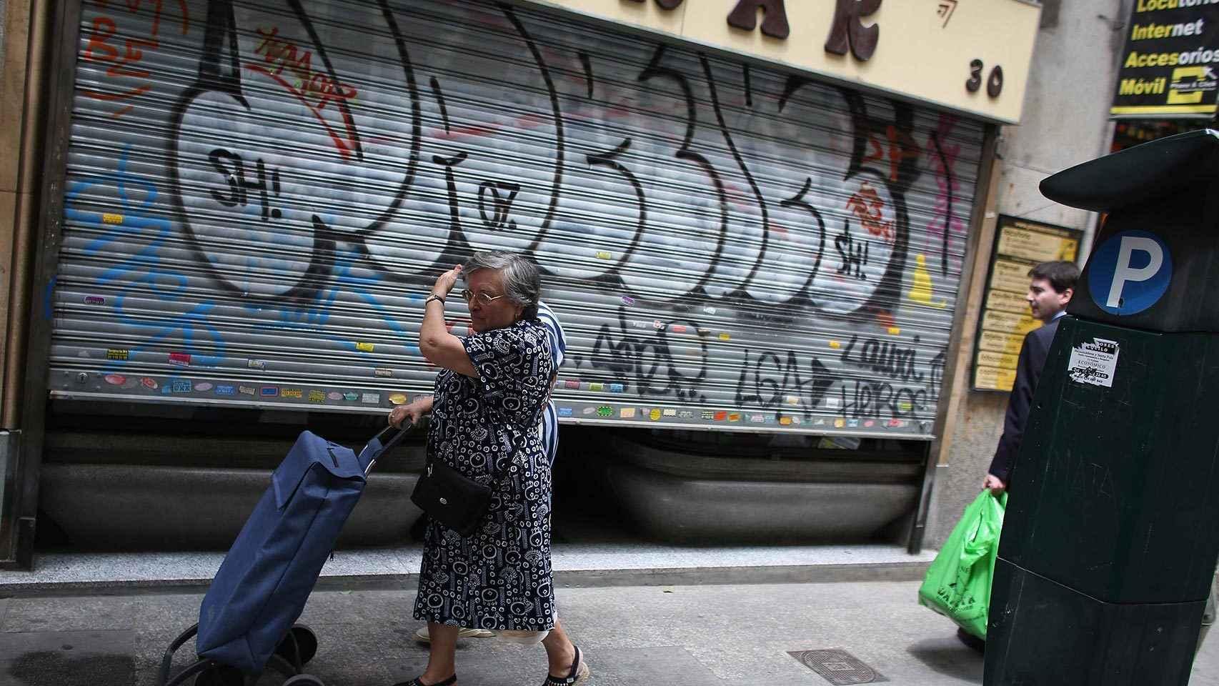 Ciudadanos de Madrid paseando por las calles.