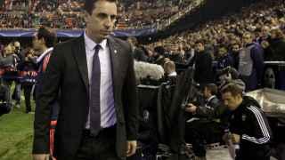 Neville en su debut como técnico valencianista.