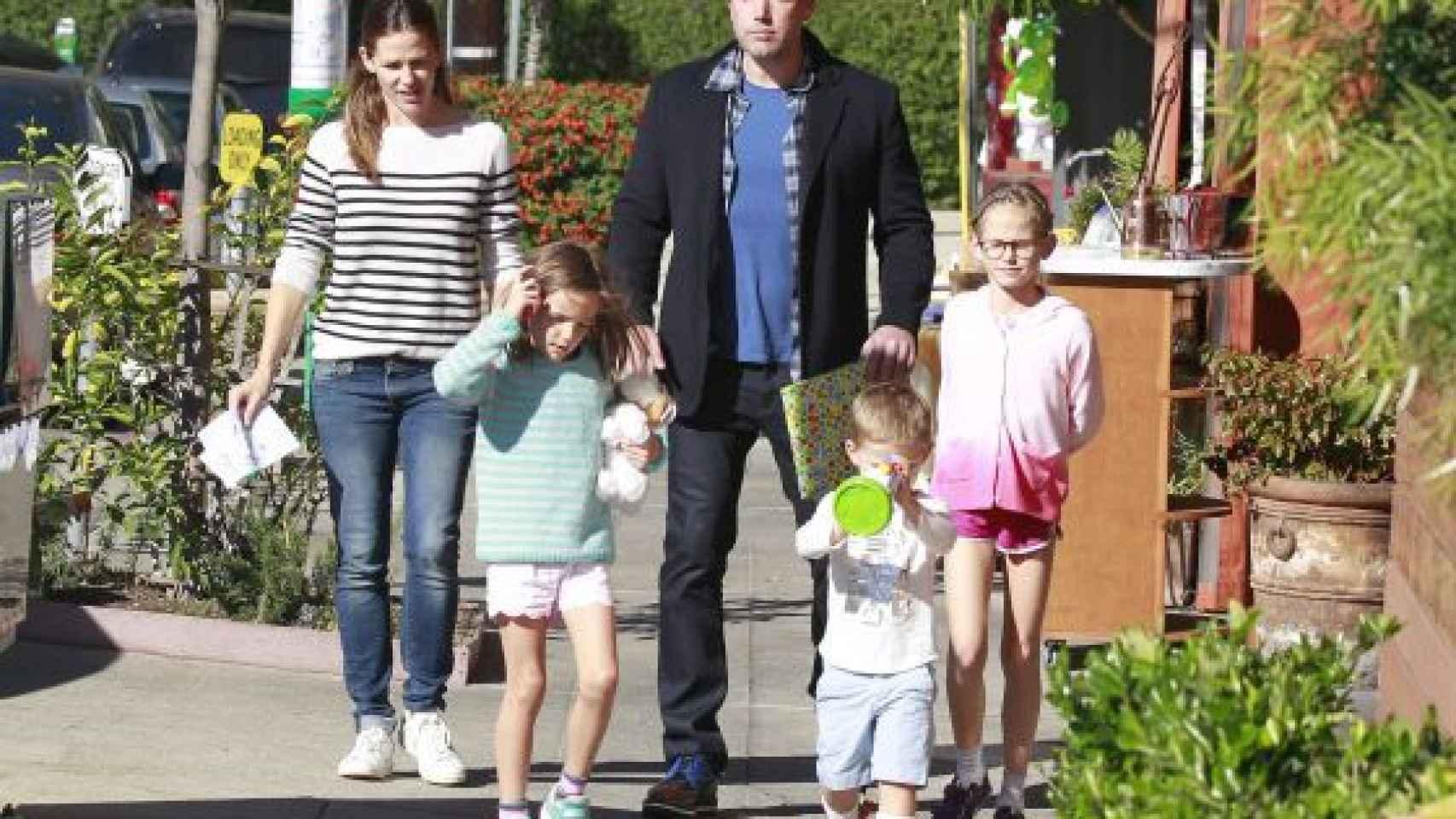 Ben Affleck y Jennifer Garner con sus hijos hace unas semanas