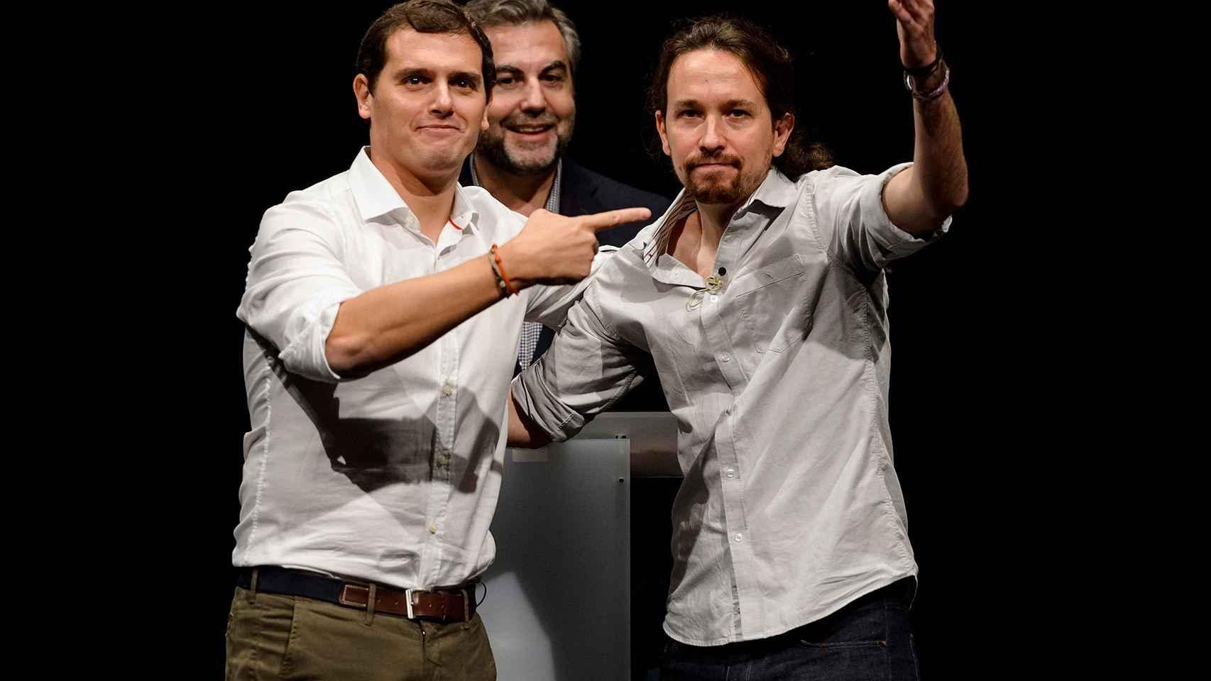 Albert Rivera y Pablo Iglesias, junto al periodista Carlos Alsina, en un debate en Getafe.