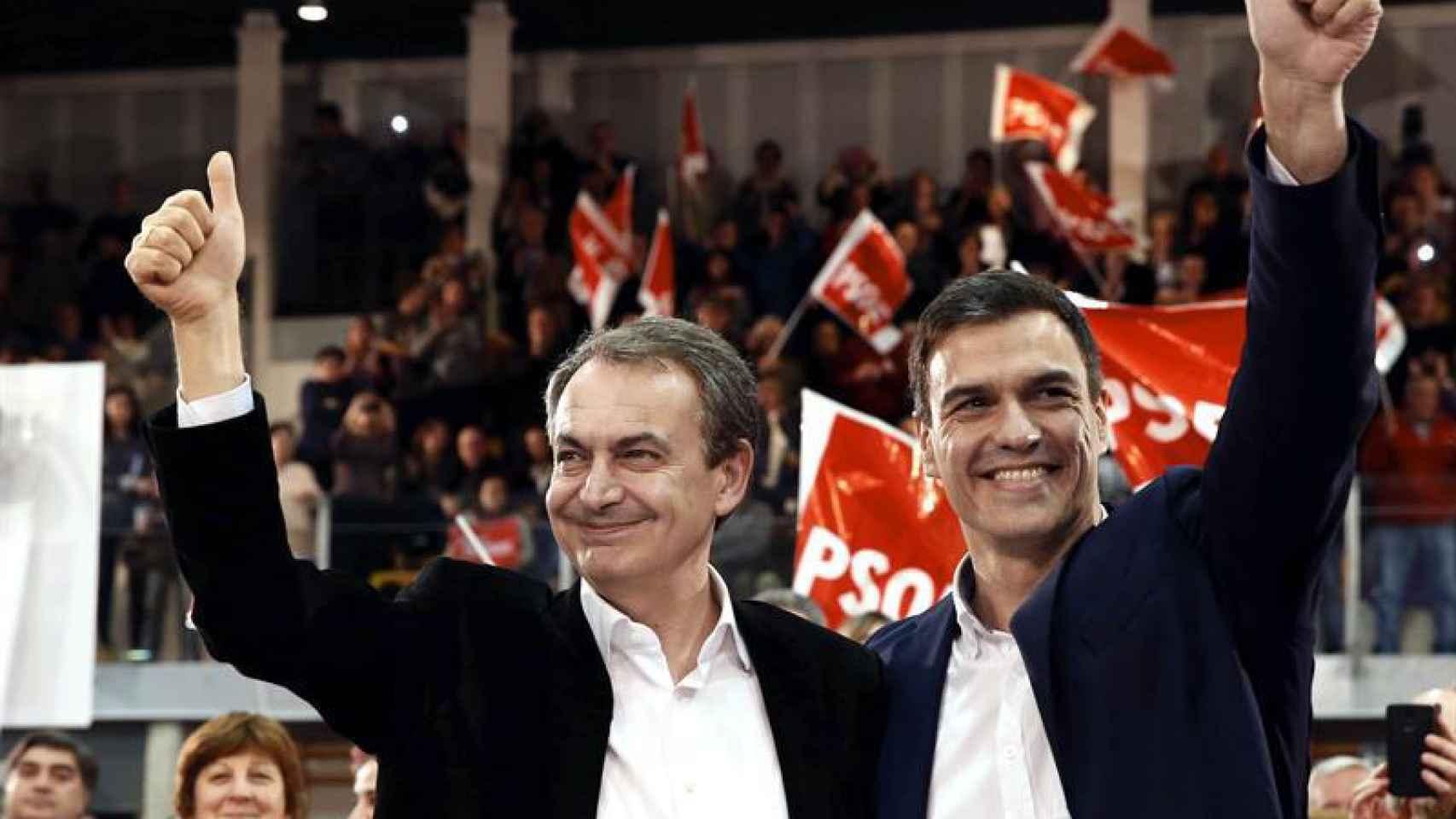 Zapatero, con Sánchez en Gijón antes de la marcha del expresidente.