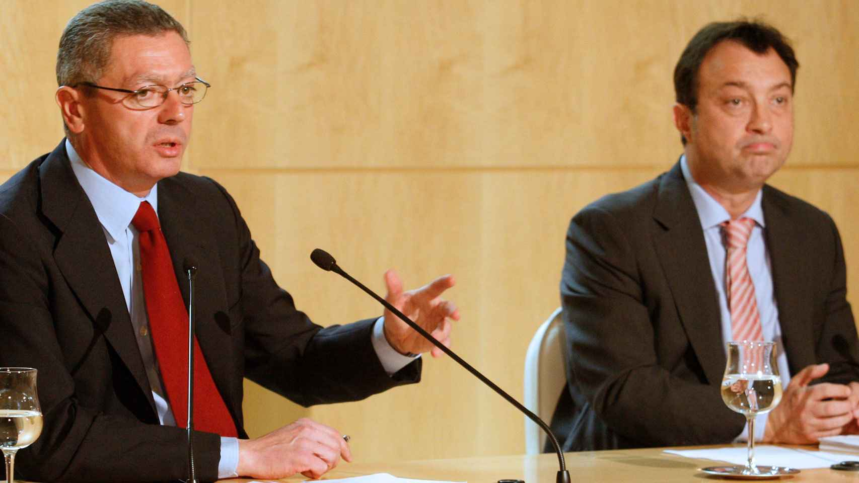 Alberto Ruiz Gallardón y Manuel Cobo en el Ayuntamiento de Madrid.