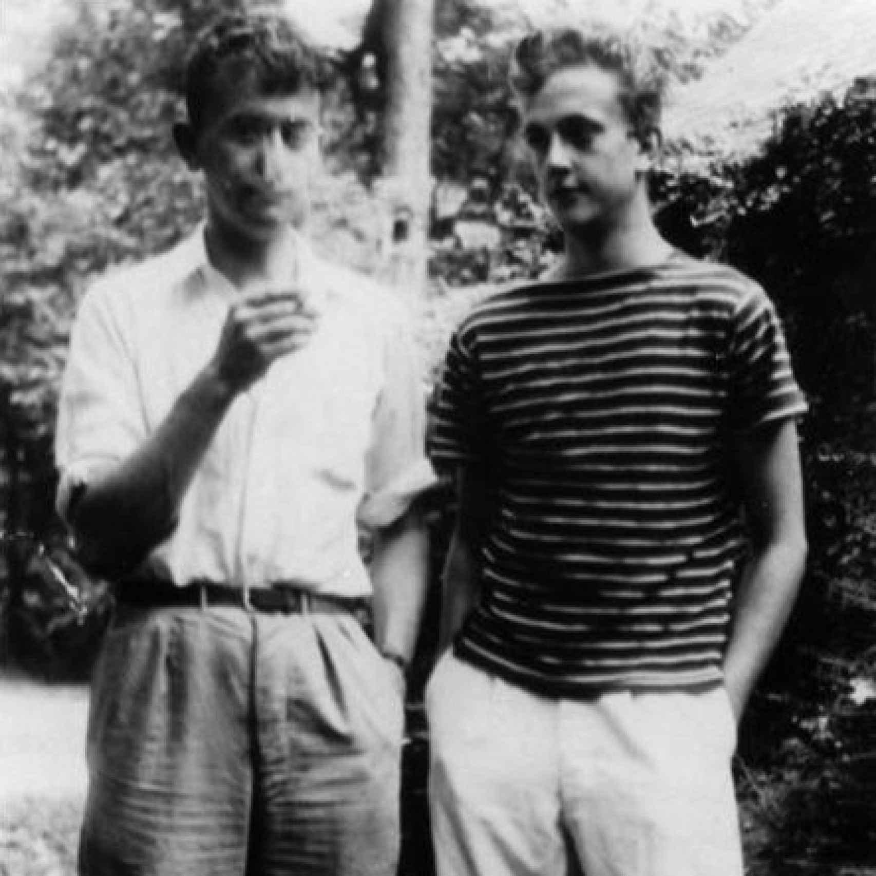 Bernard y Kurt, en casa, antes de que Kurt se alistara.