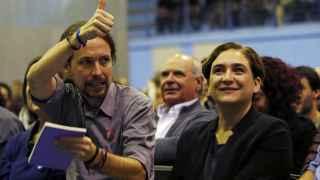 Pablo Iglesias y Ada Colau en un mitin celebrado en L'Hospitalet.