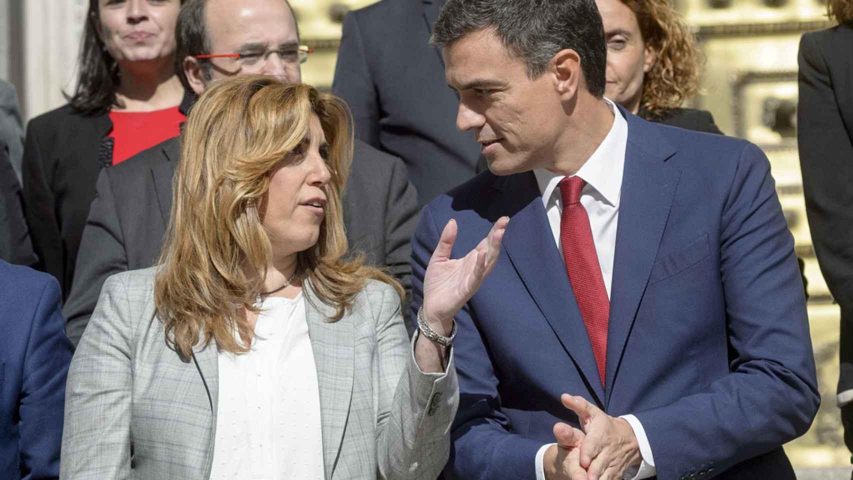 Susana Díaz y Pedro Sánchez, en la puerta del Congreso de los Diputados, este mes de octubre.