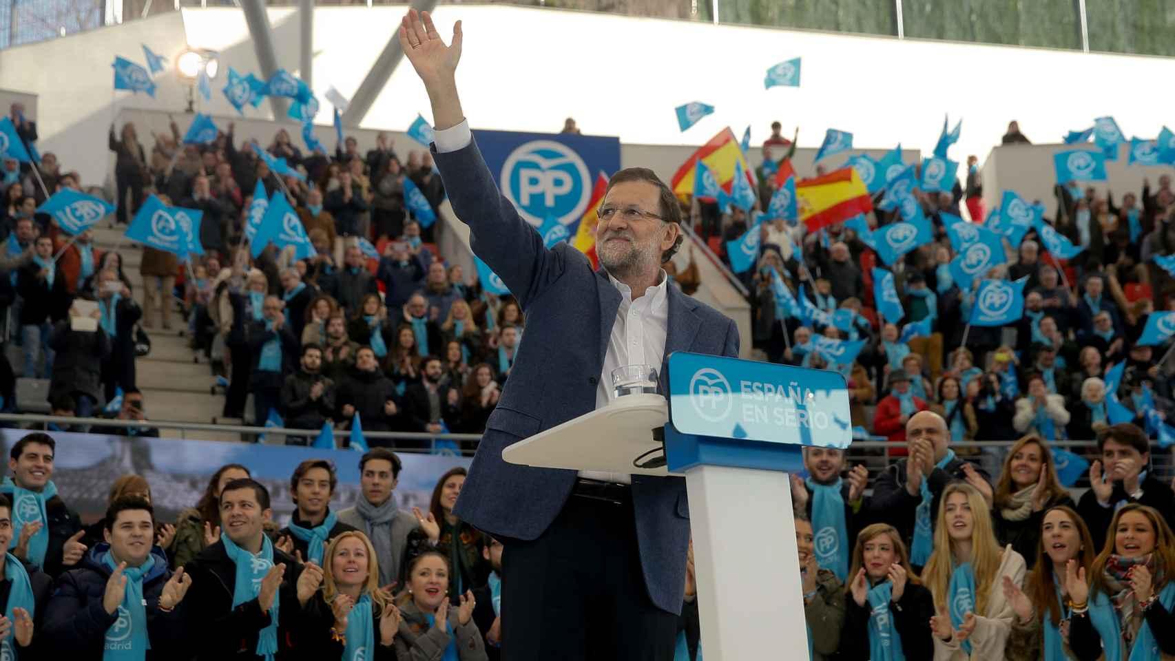 Rajoy no ha utilizado corbata para su mitin de este domingo.