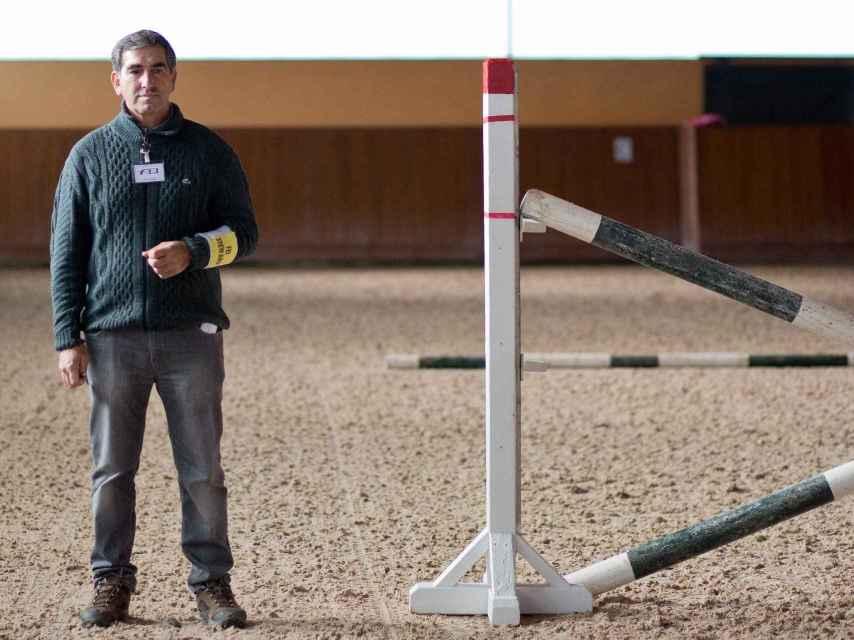 Eduardo es uno de los comisarios que supervisa la competición de Casas Novas.
