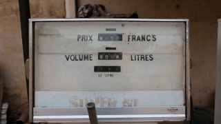 Un viejo surtidor de gasolina en Bamako.