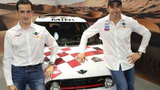 El piloto español Joan Nani Roma y su nuevo copiloto, Álex Haro.