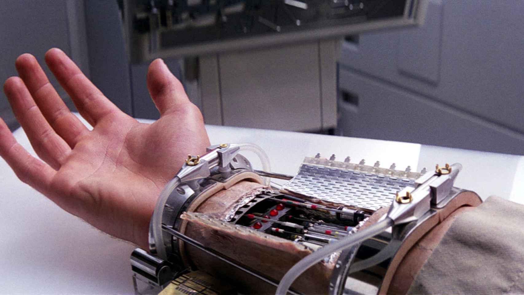 La mano protésica de Luke Skywalker.