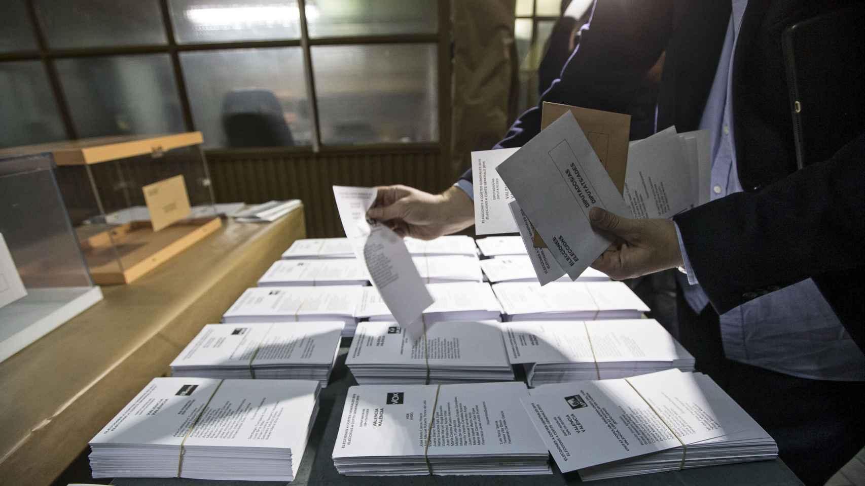 Diferentes papeletas electorales para el domingo.