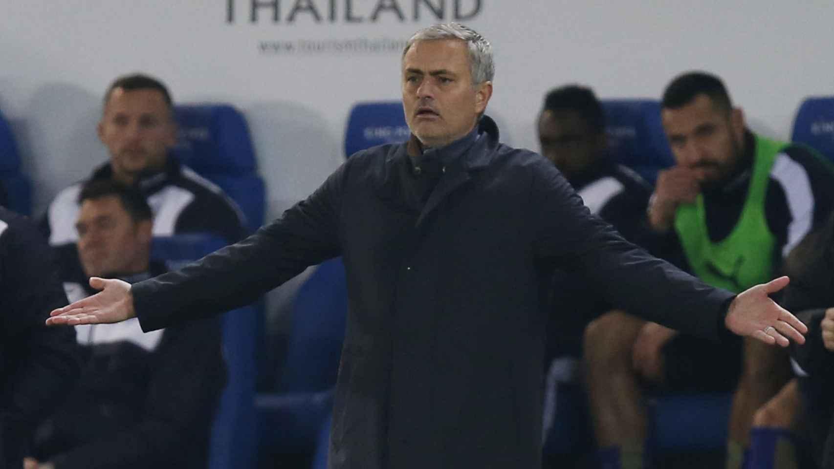 Mourinho, despedido del Chelsea