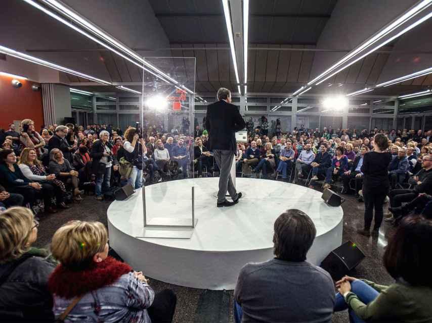Zapatero se dirige al público asistente al mitín.