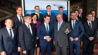 Rivera posa en Bruselas junto a los líderes de los Liberales y Demócratas para Europa.