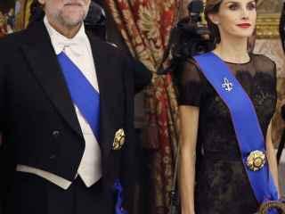 Rajoy y Doña Letizia durante la cena de gala al Presidente de Chile en el Palacio Real