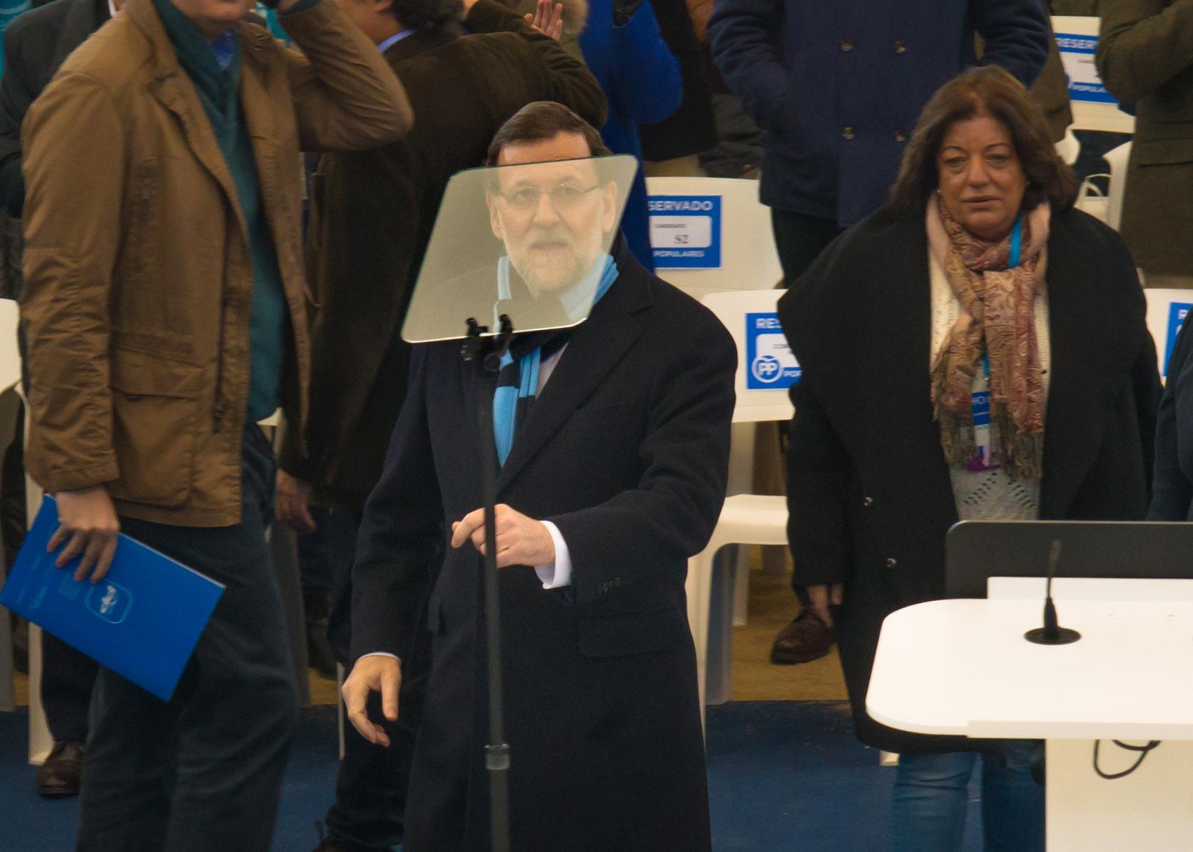 Rajoy se dispone a dar su discurso en Las Rozas.