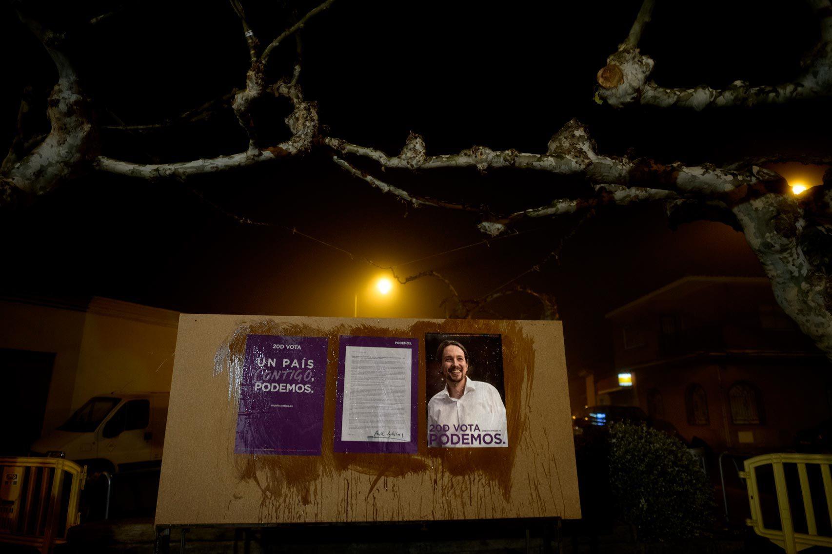 Pegada de carteles de Podemos en Zamora, donde arrancó la camapaña