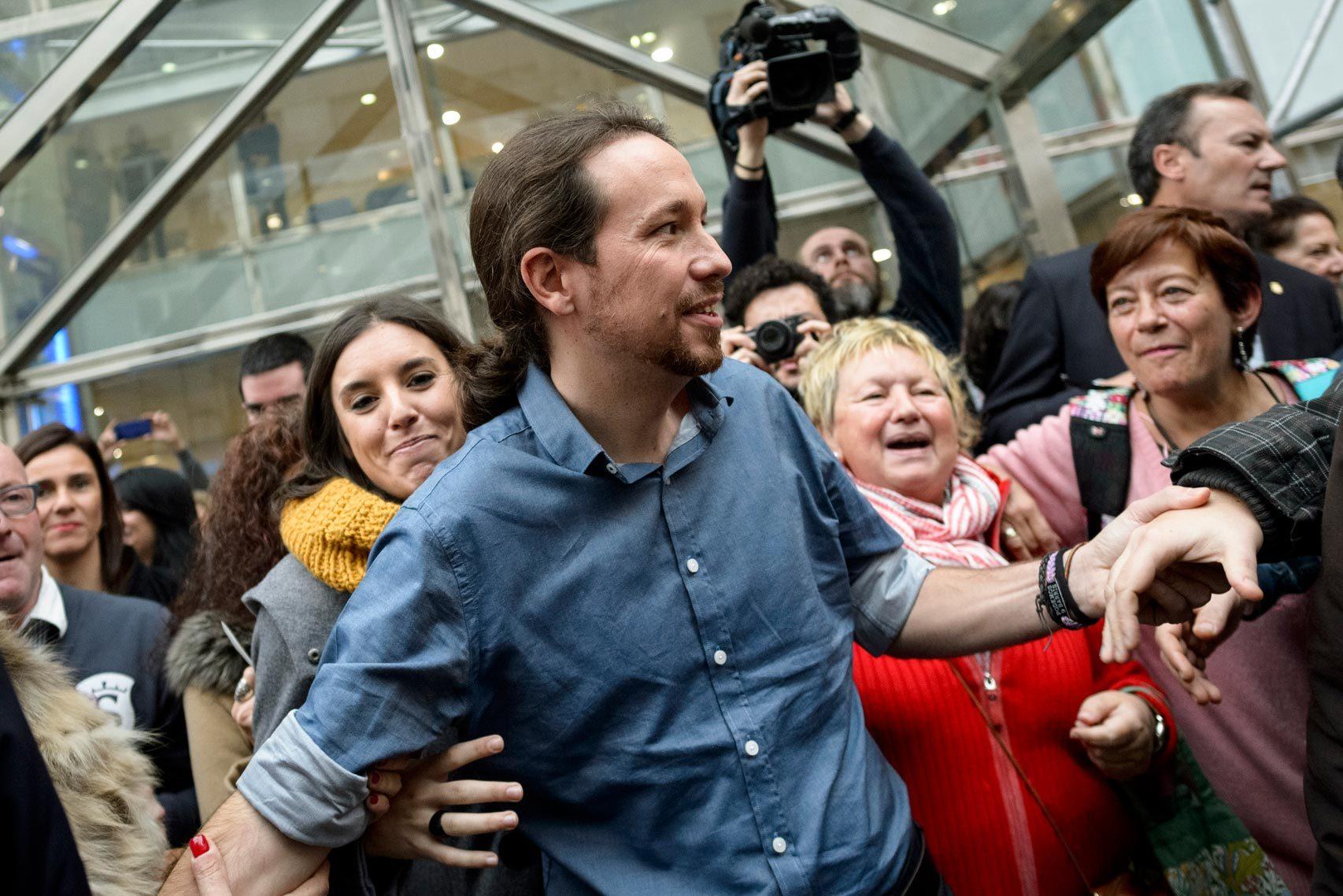 El líder de Podemos, entre sus seguidores.