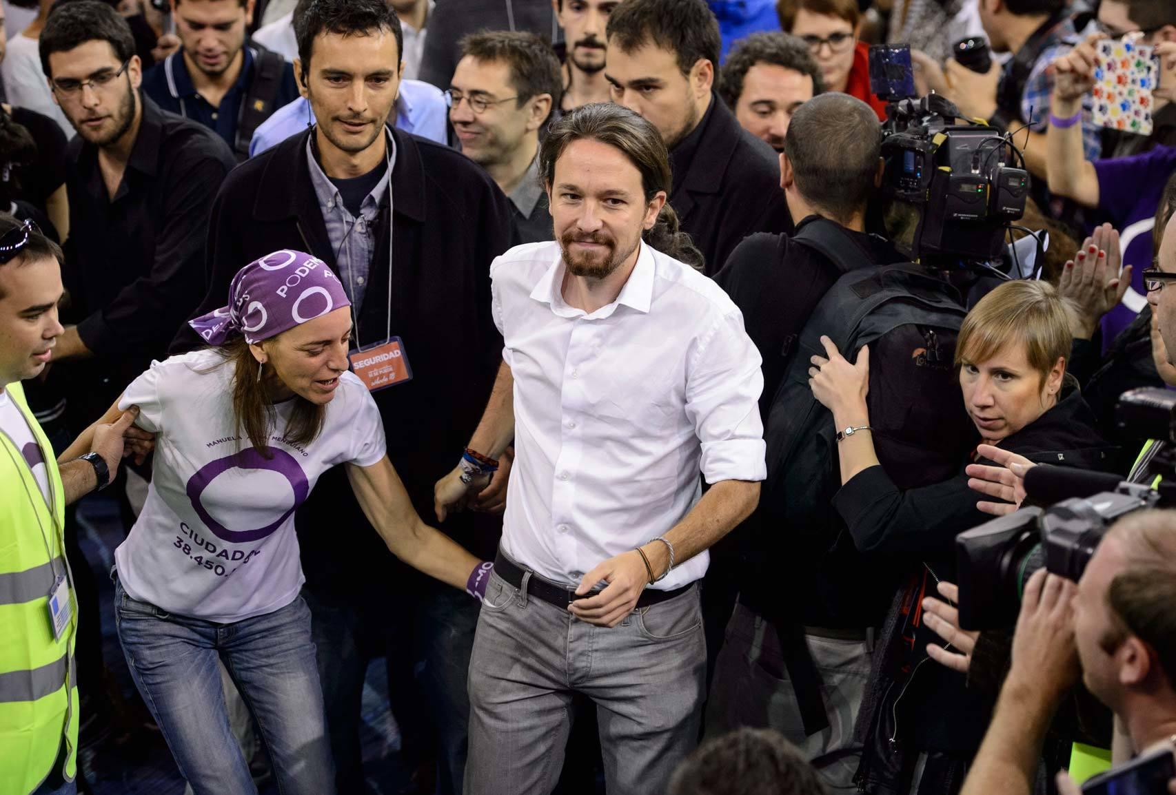 Pablo Iglesias se dispone a dar un discurso a sus seguidores.