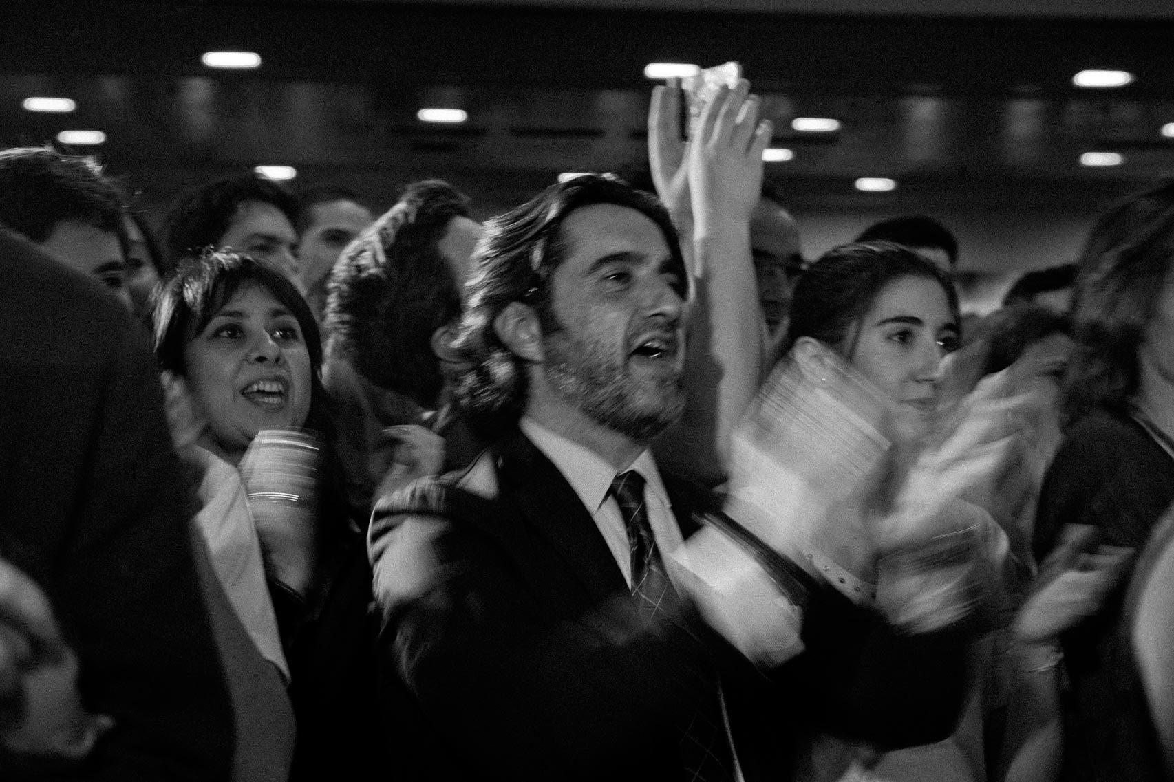 Aplausos tras el primer discurso de Rivera en la campaña.