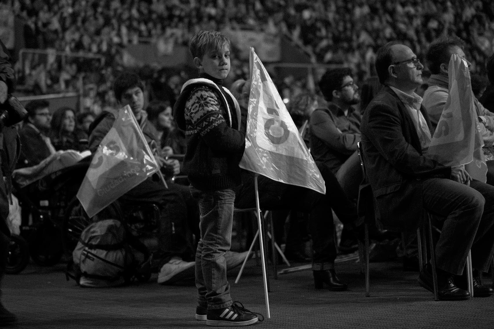 Daniel, de siete años, en el mitin de Ciudadanos.