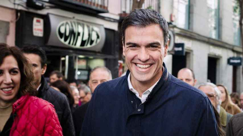 Pedro Sánchez sonríe durante el acto celebrado en Callao.
