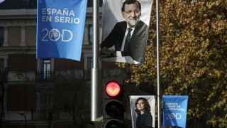 Carteles electorales de Rajoy y Sáenz de Santamaría en las calles madrileñas.