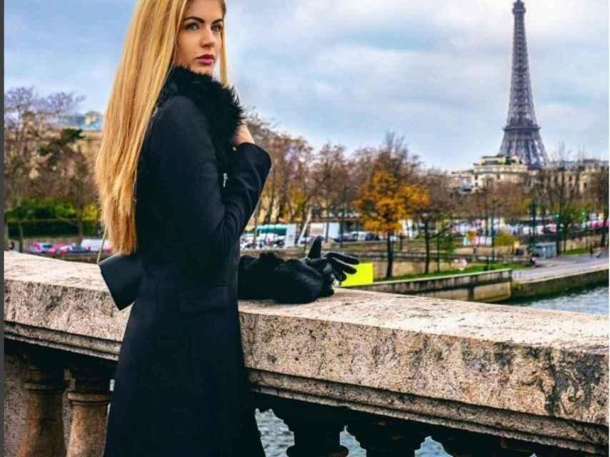 La modelo ha colgado esta imagen frente a Torre Eiffel