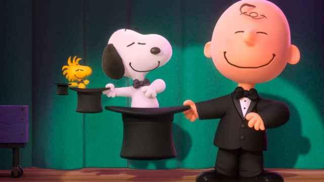 Carlitos y Snoopy, en otro momento de la película