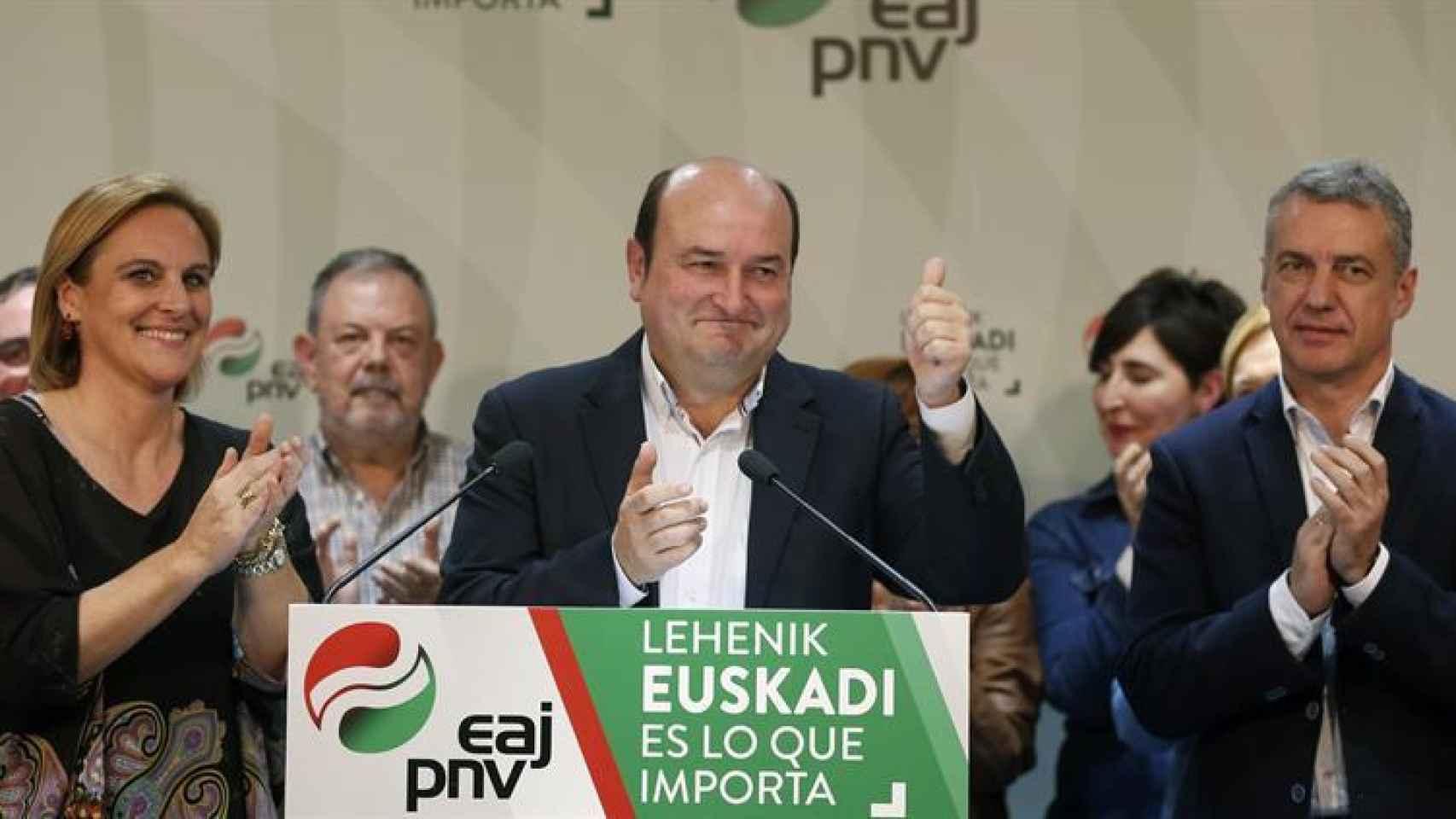 El presidente del PNV, Andoni Ortuzar, celebra los resultados