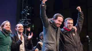 Pablo Iglesias y Juan Carlos Monedero celebran el resultado.
