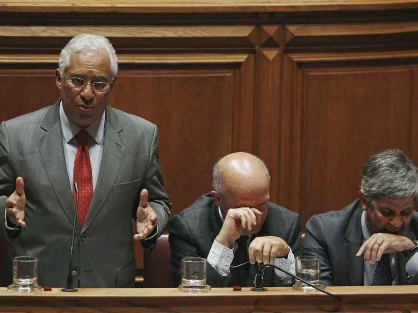 Costa junto a sus ministros Silva (c) y Centeno (d)