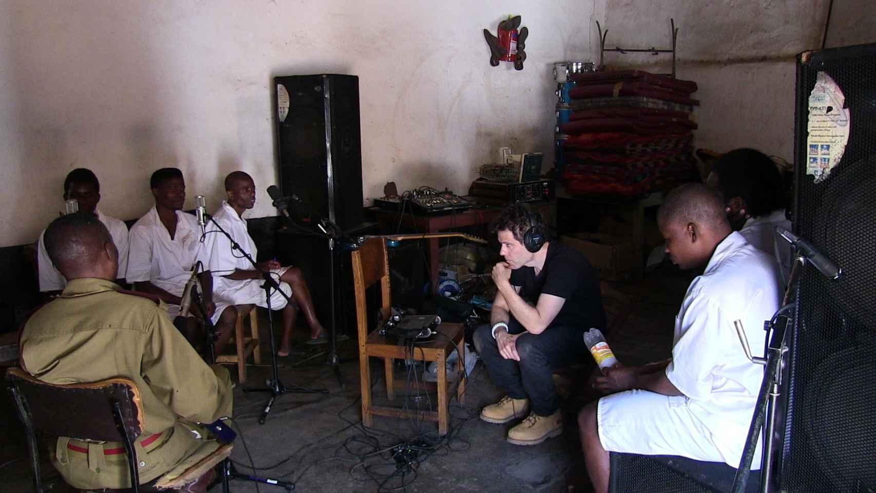 Ian Brennan durante las grabaciones.