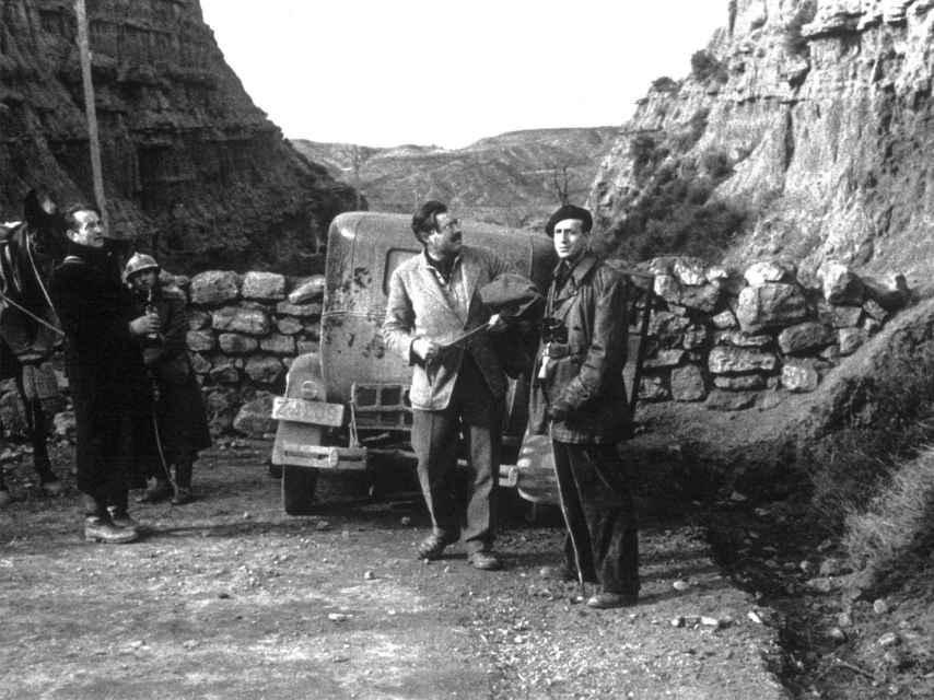 Hemingway, en la batalla de Belchite, donde fue corresponsal de guerra