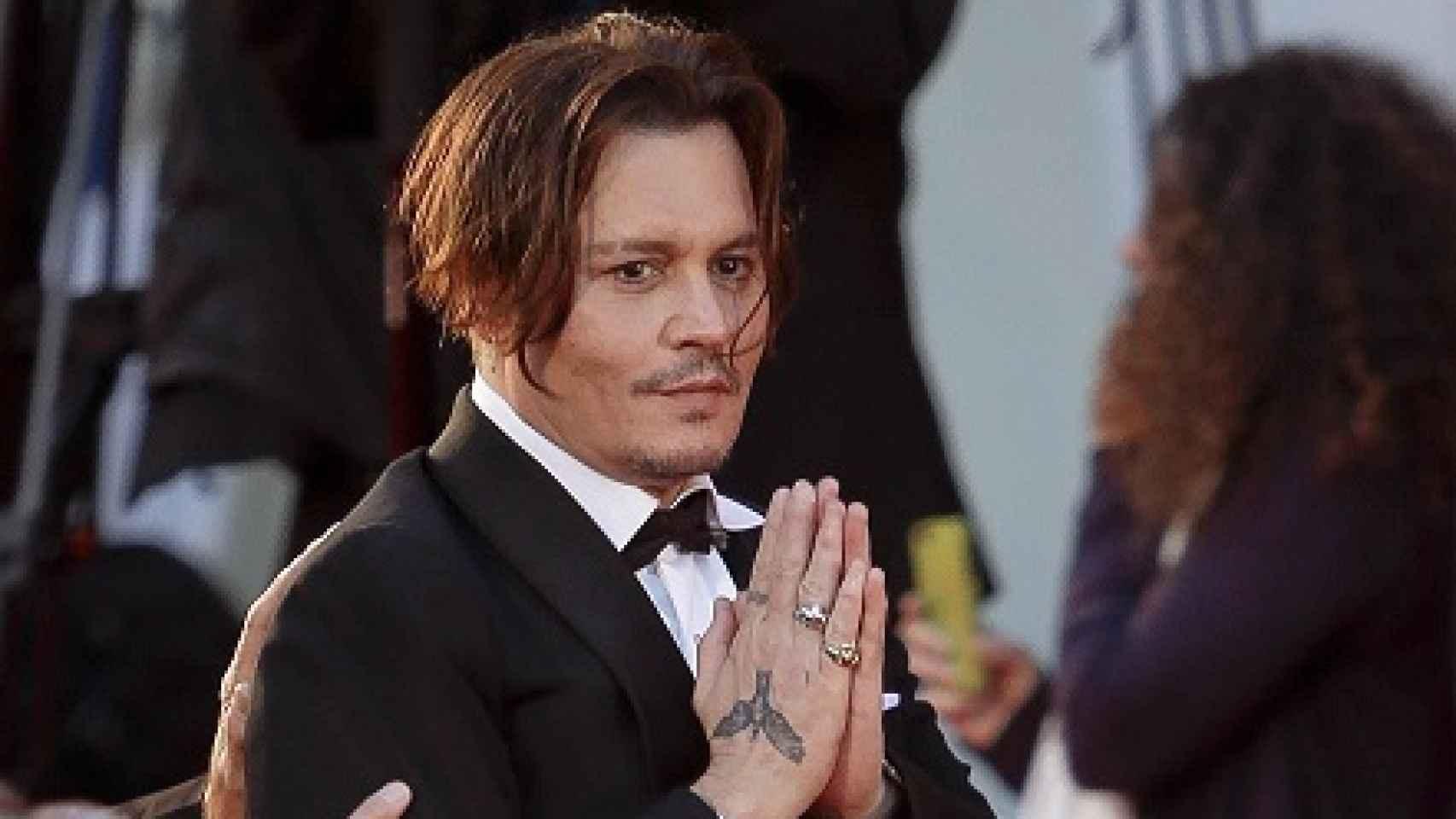 Johnny Depp se disculpa ante los fans en el Festival de Venecia de 2015