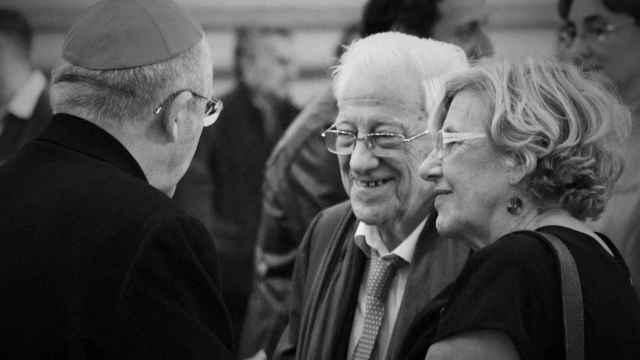 El arzobispo de Madrid, Carlos Osoro, el padre Ángel y la alcaldesa, Manuela Carmena.