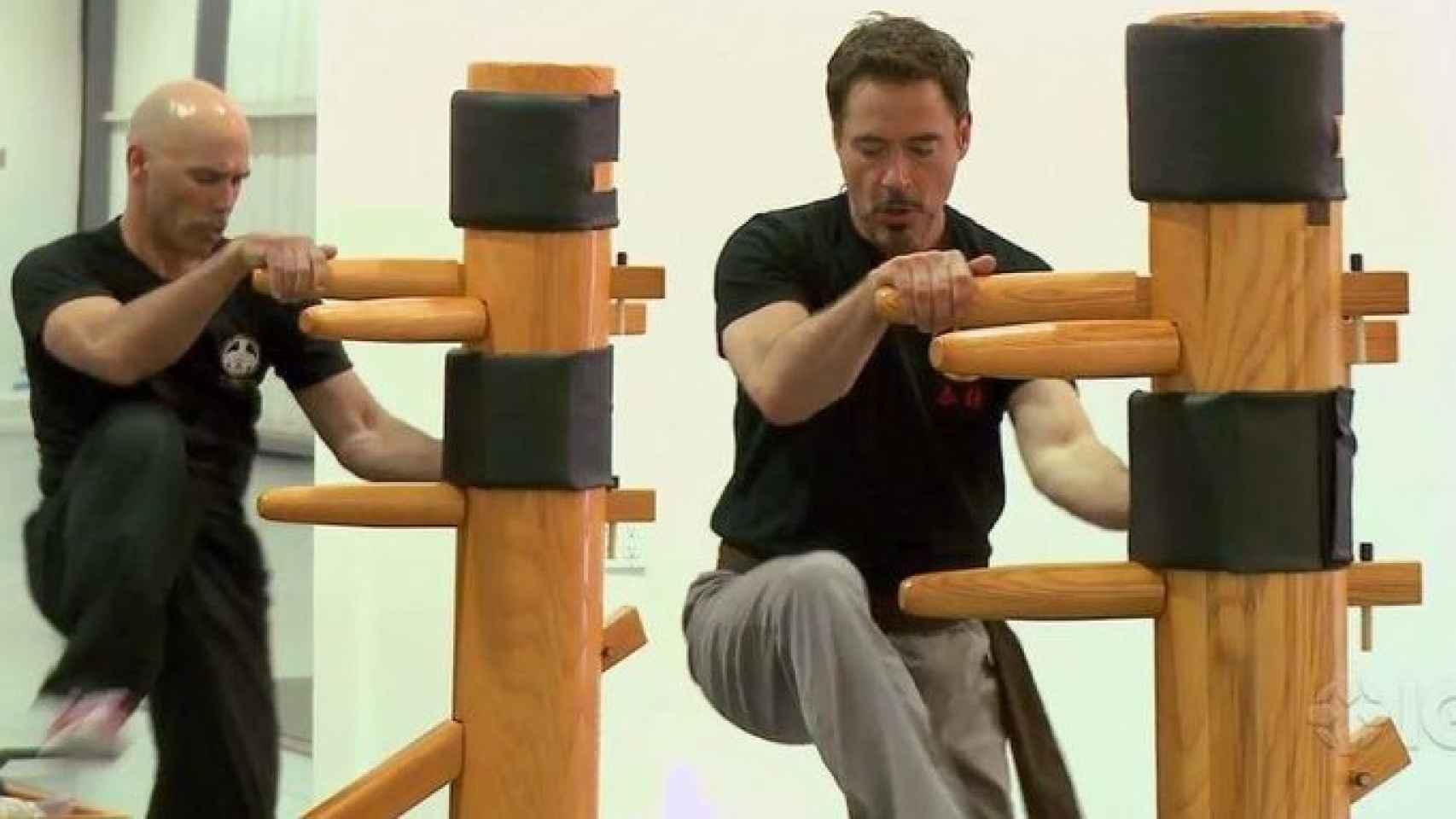 Robert Downey Jr entrena Wing Chun con su profesor de artes marciales chinas