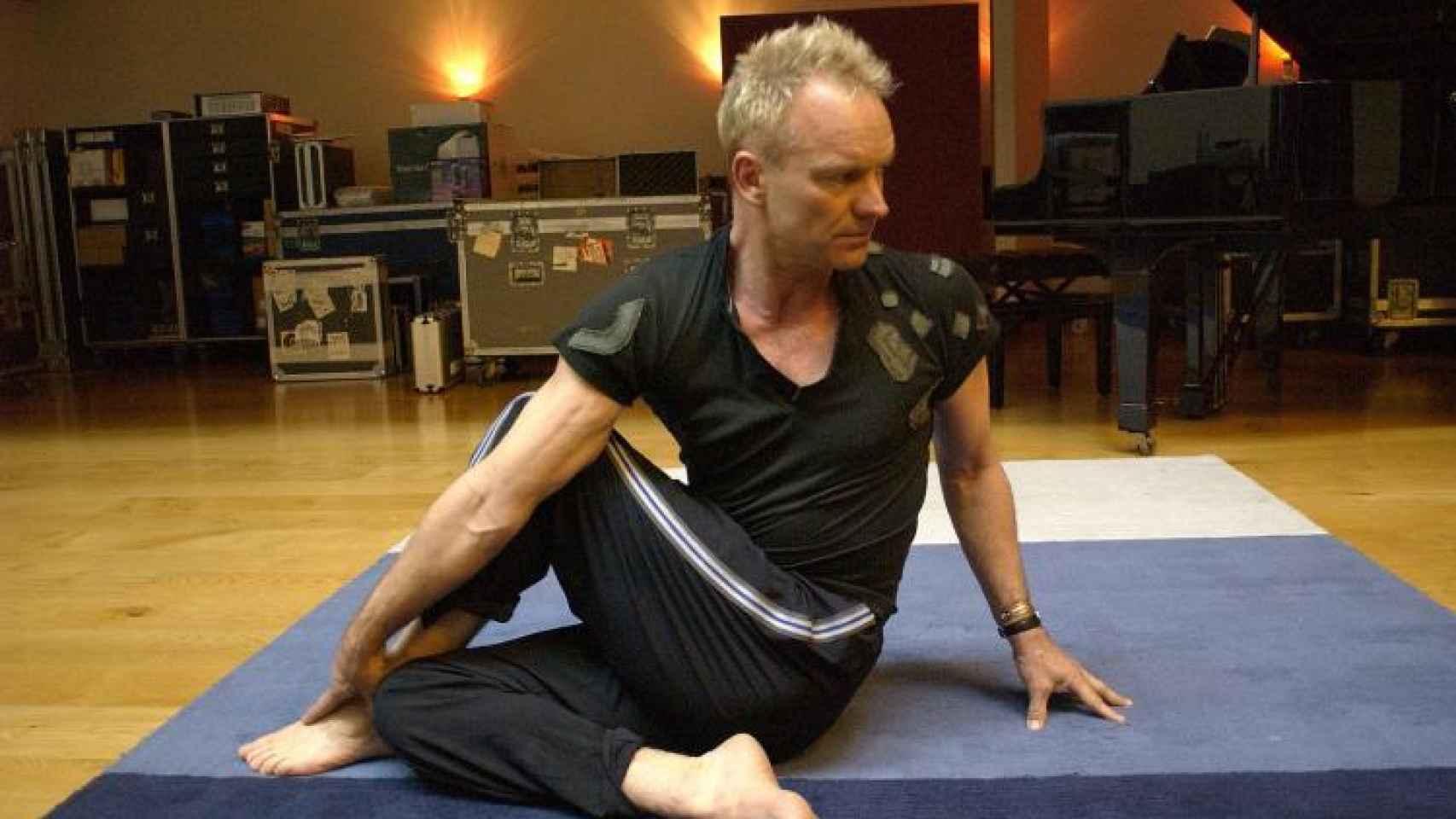 Sting practica yoga sin perder un día durante los últimos veinte años