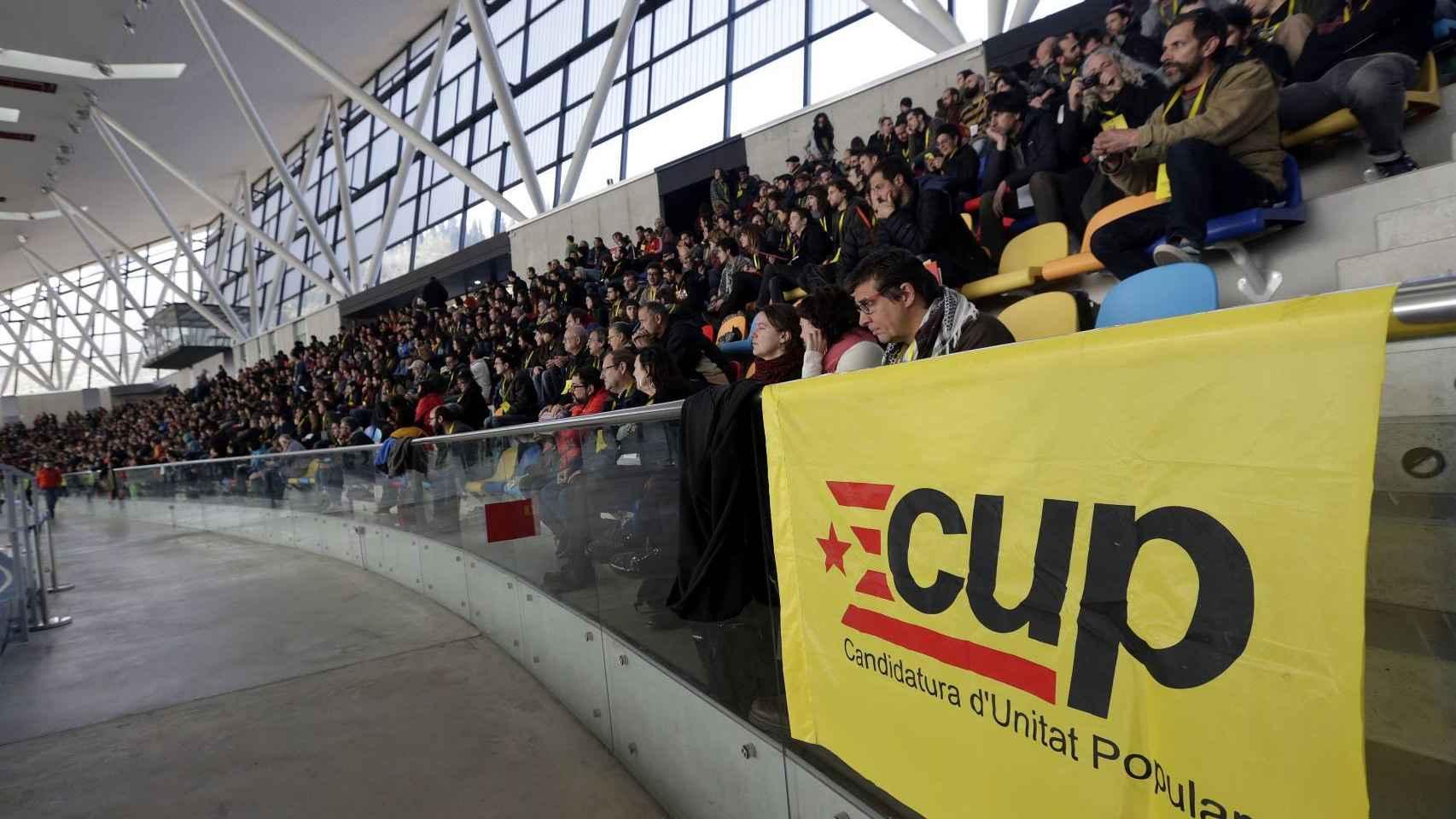 La asamblea de la CUP en la pista de atletismo de Sabadell.