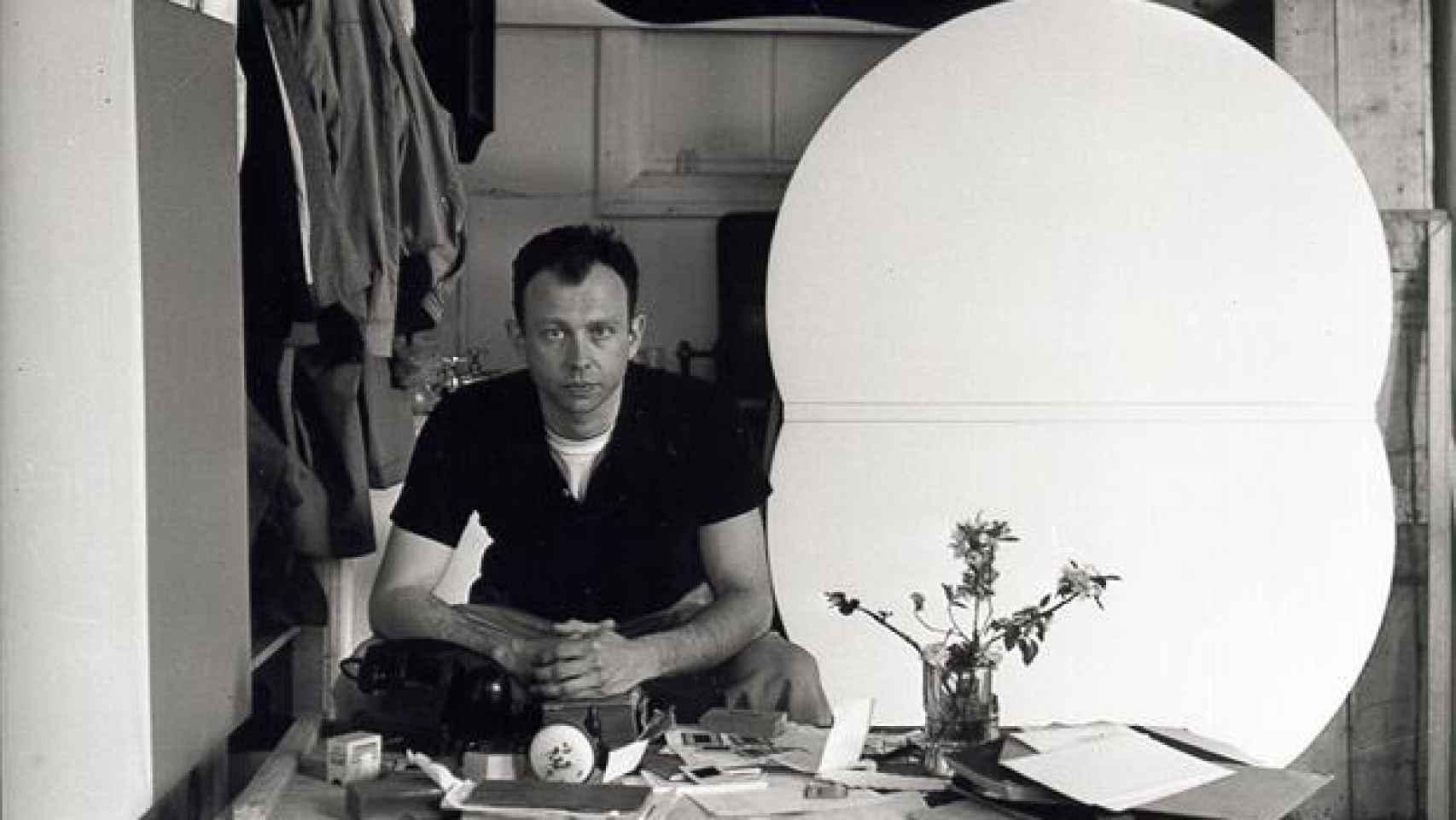 En su estudio de Nueva York, en 1956, dos años después de su viaje a Europa.